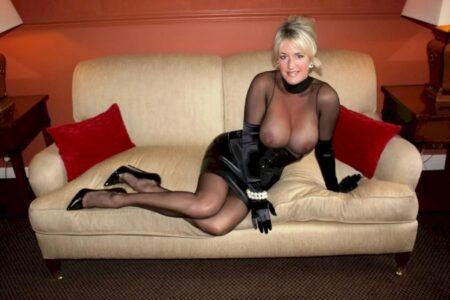 Femme cougar sexy très mignonne recherche un homme accueillant