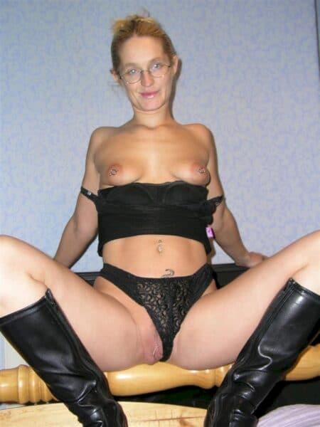 Jeune femme coquine soumise pour coquin domi disponible