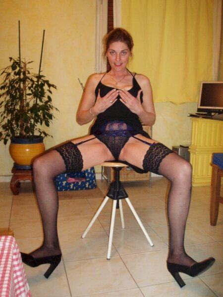 Libertine sexy soumise pour amant qui apprécie la domination de temps en temps libre